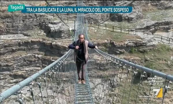 Tra la Basilicata e la Luna, il miracolo del ponte sospeso