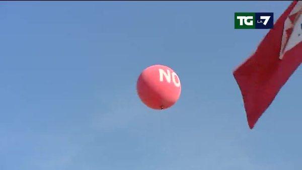 In piazza a Roma i sindacati di base contro il Referendum